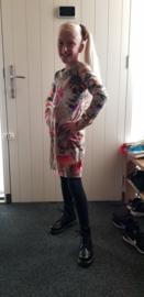 Net een foto model zo in haar nieuwe konijnen jurkje met scrunchie!