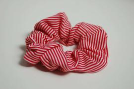 12004 - Rood wit gestreepte scrunchie