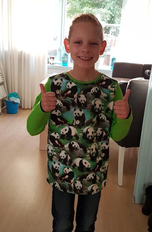 Zó blij met zijn Panda shirt!
