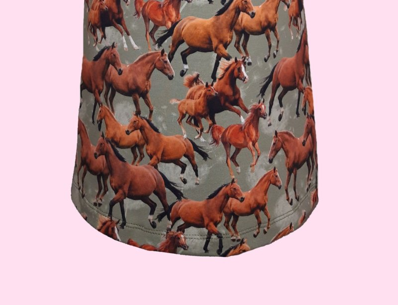 2319 - Paarden rokje