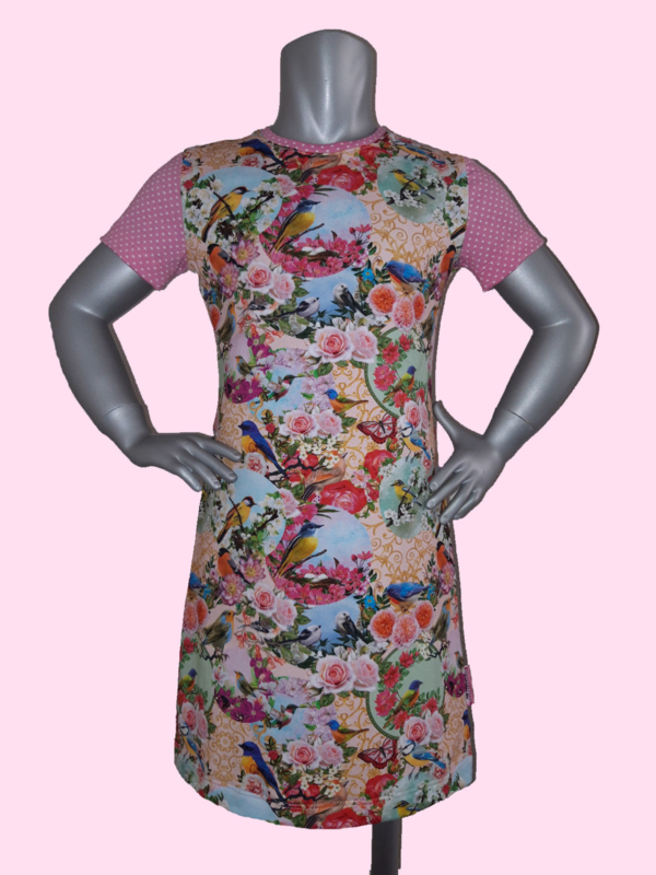 4399 - Roze bloemen en vogels jurkje maat 86-92, 98-104, 110-116 en 134-140