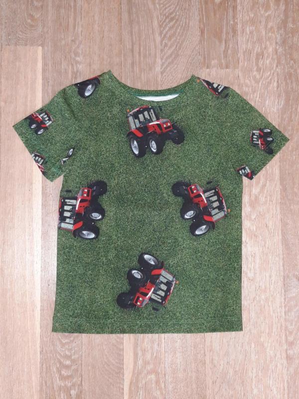 4309 - Rode Tractor shirt maat 110-116 en 134-140