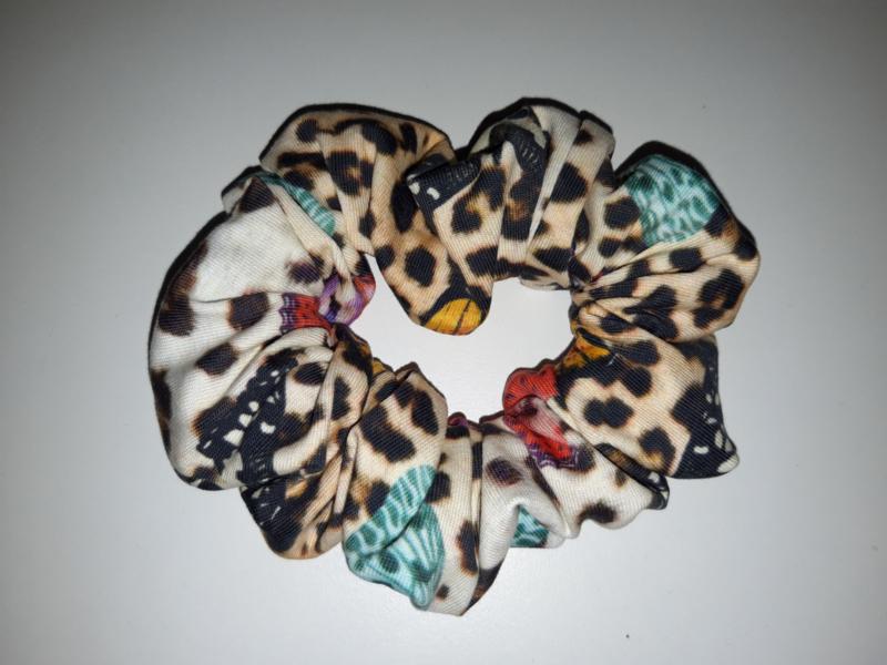 12035 - Scrunchie vlinders leopard