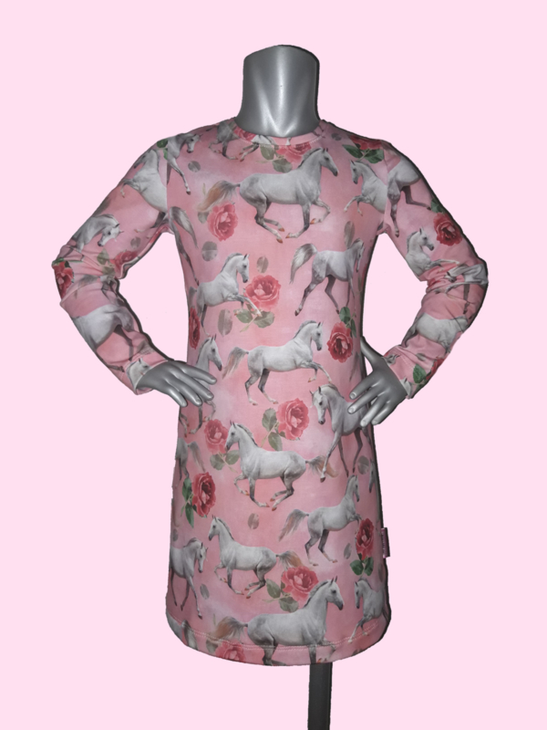 4377 - Roze paarden jurkje ook met lange mouw