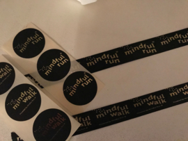 Stickers mindful Run (35 mm) zwart met goude opdruk