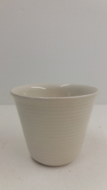 Wit potje met ribbels 3 op voorraad  / White planter with ribs 3 in stock