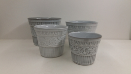 Witte set bloempotten met reliëf nr. 45 / White set planters with relief  nr. 45