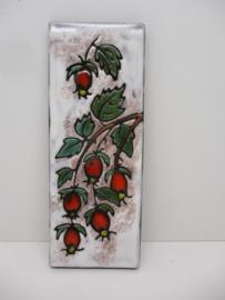 Ruscha wandbord met rozenbottels. / Ruscha wall tile with rose hips