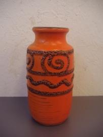 vaasje oranje met fatlava 20 cm. / vase orange with fatlava 7.9 inch