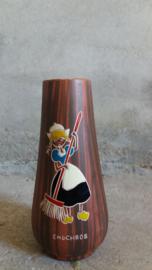 L'ancora Color-wood vaasje met boerin  / little vase with peasant woman