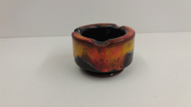 Asbakje in bruin met rode en gele glazuur / Ashtray in brown with red and yellow glace
