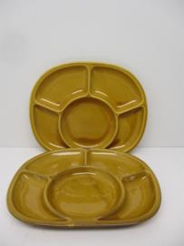 Sèvres fondue bord in bruin. / Sèvres fondue plate in brown.
