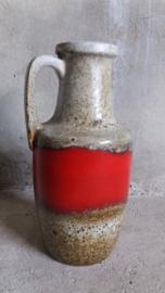 Mooie kan in grijs en rood nummer 404-26 / Nice jug in gray and red number 404-26