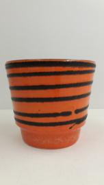 Oranje pot met fatlava lijnen 14 cm. / Orange planter with fatlava lines 5.5 inch.