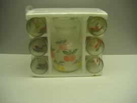 Sapkan met glazen jaren zestig. / Juice jug with glasses sixties.