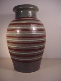 Groene vaas met lijntjes 28 cm.