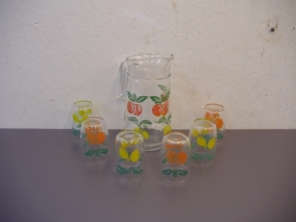 Sapkan 6 glazen appel en sinasappel / juice jug 6 glasses apples and oranges