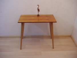 Bijzet tafeltje hoge poten houten blad / Side table high legs wooden top