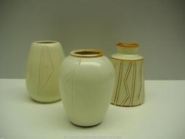 Set vaasjes gemaakt door Hillebrand 9 cm. / Set small vases by Hillebrand 3.5 inch.