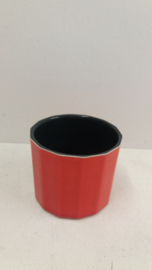 Rode bloempot nummer 2140 in maat 1 / Red planter number 2140 size 1