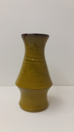 Zware gele vaas van Speck potterie?  / Heavy yellow vase by Speck pottery?