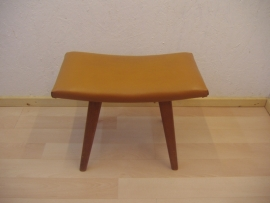 Voetenbankje fifties skai / Footstool fifties skai