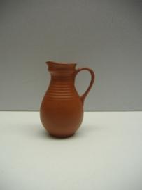 Mooie klein kannetje van Sawa in bruin / Nice little jug by Sawa in brown