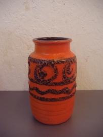 vaasje oranje met fatlava 15 cm. / vase orange with fatlava 5.9 inch