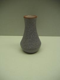 Klein vaasje door Hillebrand 8.5 cm. / Little vase made by Hillebrand 3.1 inch.