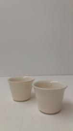 Kleine bloempotjes in wit 6 cm. 2111 / Little planters in white 2.3 inch. 2111