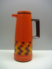 Thermoskan met met retro decor oranje. / Thermos with retro decor in orange.