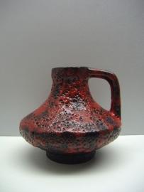 15 cm hoog Jopeko in zwart en rood fatlava.