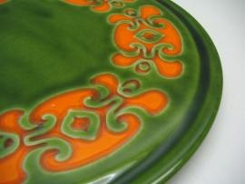 Taartschaal Schramberg in groen met retro oranje decor.