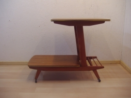 Fifties serveerwagen in teak fineer  / Fifties tea trolley in teak veneer