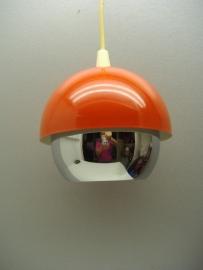 Hanglamp in oranje chroom panton era