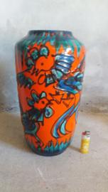 Oranje vloervaas met blauwe vogels en fatlava. Orange floorvase with blue birds