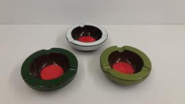 Set asbakken met rode binnenkant / set ashtrays with red inside