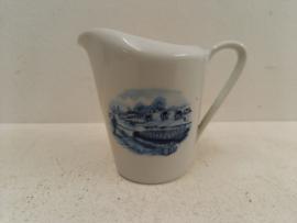 Bavaria melkkannetje met boerderij afbeelding / Bavaria milk jug with farm image