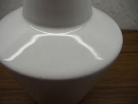 Wit vaasje konisch 15 cm. / White vase conically 5.9 inch