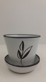 Mooie witte pot met grove structuur / Nice white planter with coarse structure