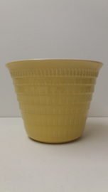 Gele bloempot in nummer S 3 A Sphinx / Yellow planter in number S 3 A Sphinx