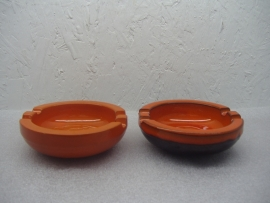 Set retro asbakken in oranje 13 cm. / Set retro ashtrays in orange 5.1 inch.