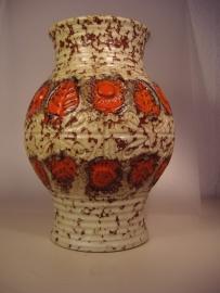 U-keramik vaas in beige met oranje 22 cm.