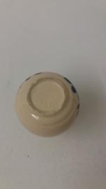 Minivaasje beige bloem Adco 6.5 cm. / Mini vase beige flower Adco 2.5 inch.