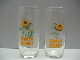 4 Fanta glazen met sleutel hanger. / 4 Fanta glasses with key holder.