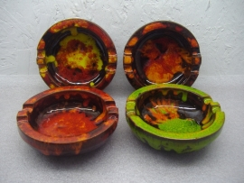 Set retro asbakken kleurrijk 13 cm. / Set retro ashtrays colorfull 5.1 inch.