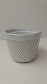 Bloempot in wit ribbel nummer 2045-1 / Planter in white rib number 2045-1