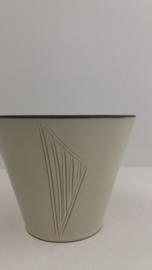 Zacht gele bloempot met lijnen nr. 615 / Soft yellow planter with lines 615