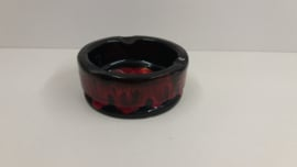 Mooie asbak zwart met rode afwerking / Nice ashtray black with red finish