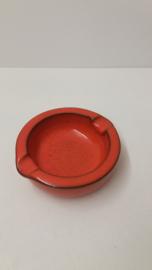 Ravelli asbak in oranje glazuur  14 cm. / Ravelli ashtray in orange glace 5.5 inch.